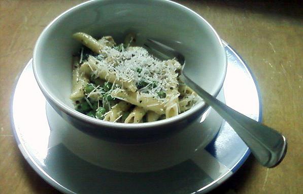 Pasta with Creamy Pesto Sauce, Peas, Zucchini and Chicken